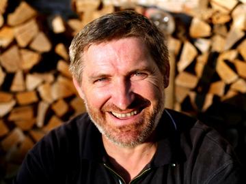 Willy Schuster - proprietarul fermei ecologice, Mosna august 2010.